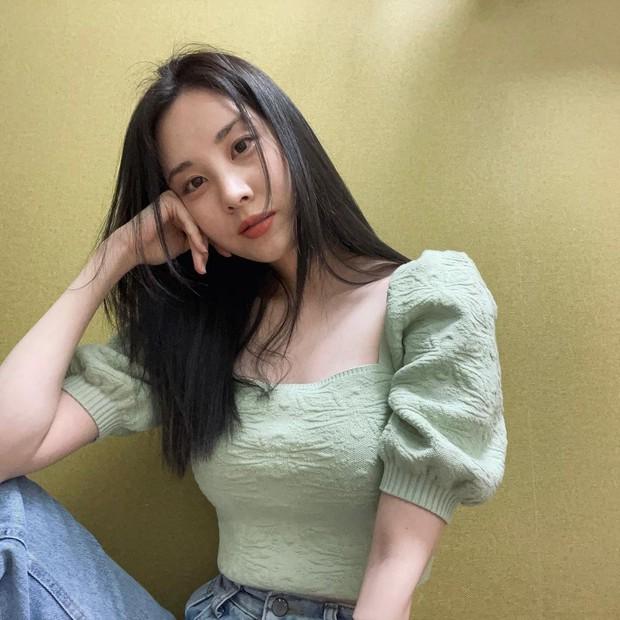 Seohyun (SNSD) xuất hiện giữa scandal chấn động: Cố mỉm cười nhưng lại lộ rõ 1 điểm gây xót xa - Ảnh 3.