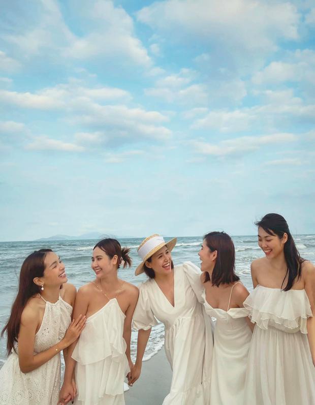"""Mẹ bầu Phanh Lee lên đồ """"sống ảo"""" cùng hội chị em, hé lộ vai trò đặc biệt của dàn mỹ nhân Vbiz với ái nữ hào môn sắp chào đời - Ảnh 3."""