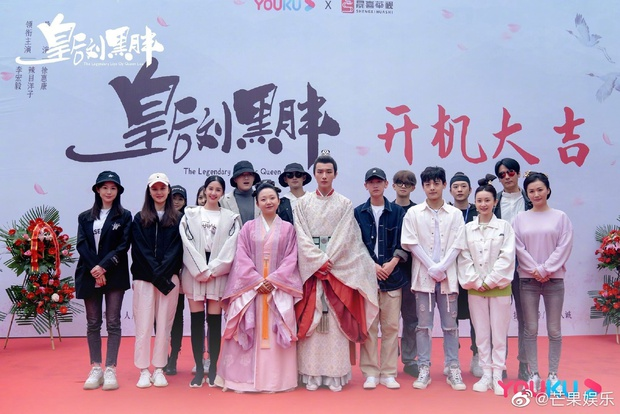 Xuất hiện Kim Jung Hyun bản Trung tại lễ khai máy phim mới, mặt lạnh tanh khiến nữ chính tắt cả nụ cười - Ảnh 1.