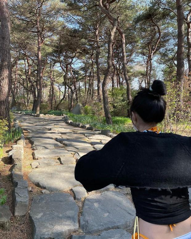 Jennie (BLACKPINK) tóc mới xinh điên đảo, background sến súa cũng được sang chảnh hóa thế này bảo sao được gọi là công chúa YG - Ảnh 10.