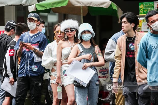 Casting Rap Việt ngày 2: Xuất hiện anh Hai Lúa diện áo bà ba khăn rằn, dàn nữ thời trang nổi bần bật! - Ảnh 9.
