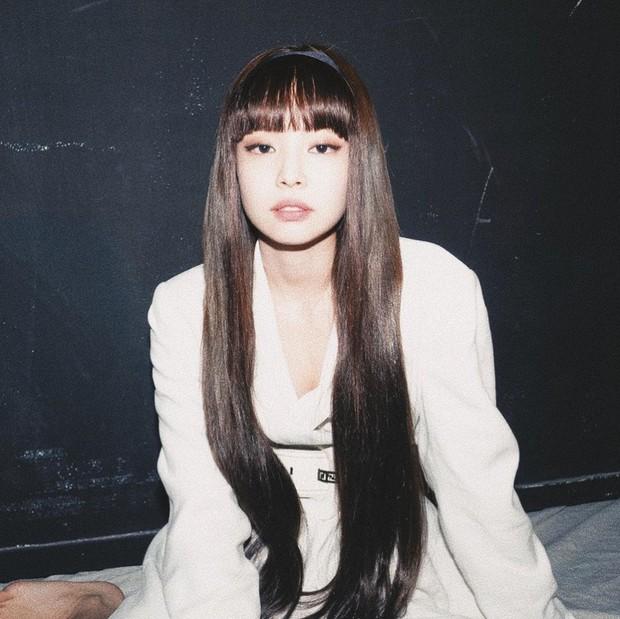 Jennie (BLACKPINK) tóc mới xinh điên đảo, background sến súa cũng được sang chảnh hóa thế này bảo sao được gọi là công chúa YG - Ảnh 15.