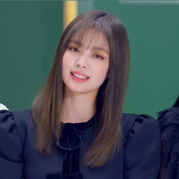 Jennie (BLACKPINK) tóc mới xinh điên đảo, background sến súa cũng được sang chảnh hóa thế này bảo sao được gọi là công chúa YG - Ảnh 12.
