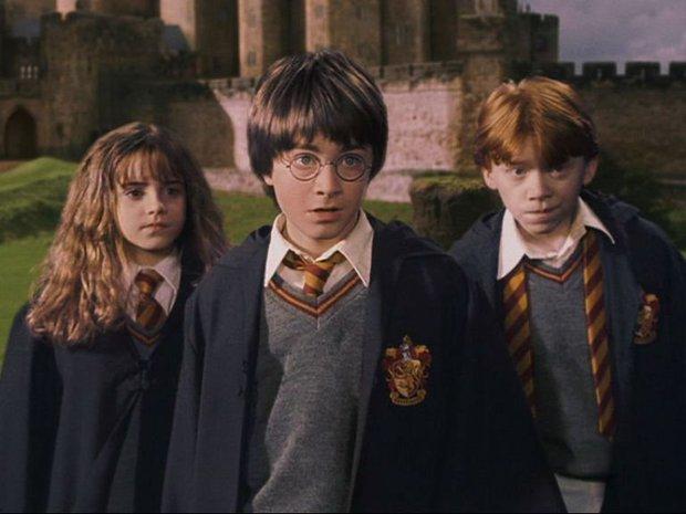 Những lần twist lớn của phim được tiết lộ chỉ nhờ chi tiết nhỏ trên trang phục - Ảnh 8.