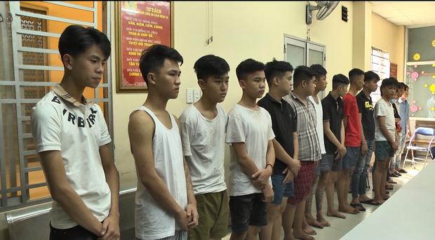 Băng nhóm đi xe phân khối lớn thủ dao, gậy gây ra hàng chục vụ cướp giật tài sản ở Sài Gòn - Ảnh 2.