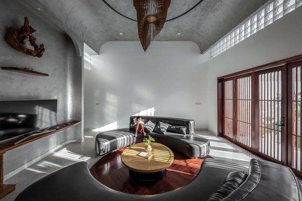 Vợ chồng miền Tây xây nhà hoành tráng như resort cao cấp, thiết kế uốn lượn trộm vào cũng không biết đường ra - Ảnh 5.