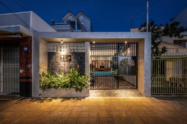 Vợ chồng miền Tây xây nhà hoành tráng như resort cao cấp, thiết kế uốn lượn trộm vào cũng không biết đường ra - Ảnh 1.