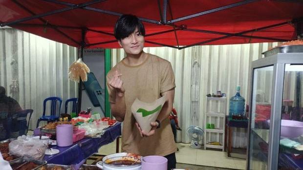 Anh bán cơm tự dưng nổi tiếng vì giống Lee Min Ho, khách nữ đến nườm nượp chỉ để ngắm - Ảnh 7.