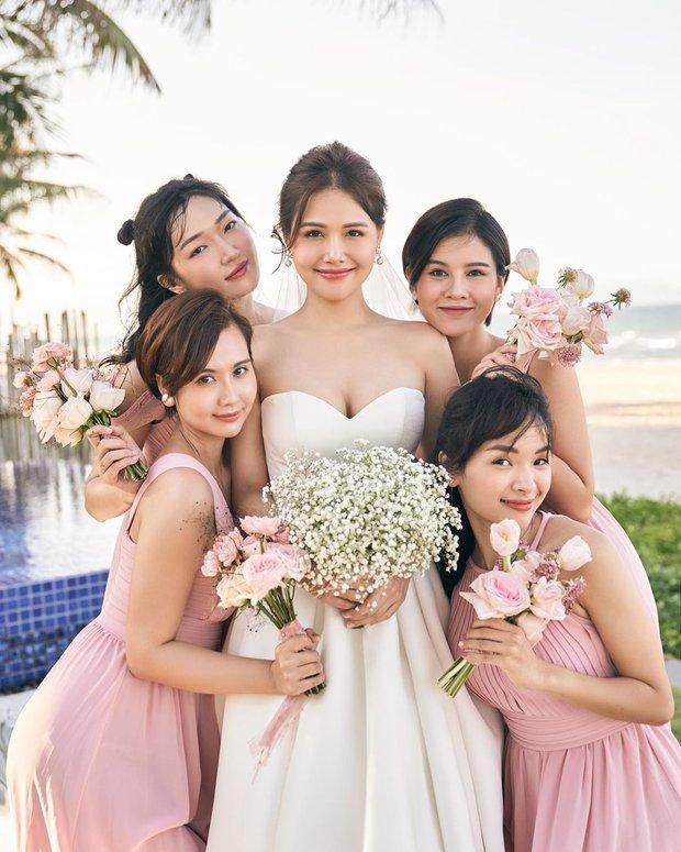 """Mẹ bầu Phanh Lee lên đồ """"sống ảo"""" cùng hội chị em, hé lộ vai trò đặc biệt của dàn mỹ nhân Vbiz với ái nữ hào môn sắp chào đời - Ảnh 7."""