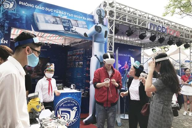 Tưng bừng ngày hội Công nghệ thông tin ngành GD-ĐT Hà Nội - Ảnh 1.