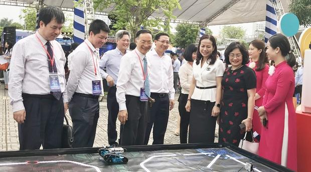 Tưng bừng ngày hội Công nghệ thông tin ngành GD-ĐT Hà Nội - Ảnh 3.