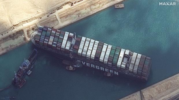 Vụ mắc cạn tàu Ever Giventại kênh đào Suez gây ô nhiễm không khí nghiêm trọng - Ảnh 1.