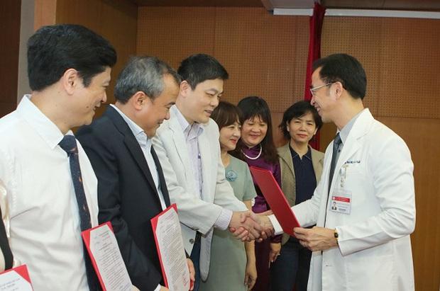 Một bác sĩ công tác lâu năm ở Bệnh viện Bạch Mai chia sẻ lý do nghỉ việc - Ảnh 3.