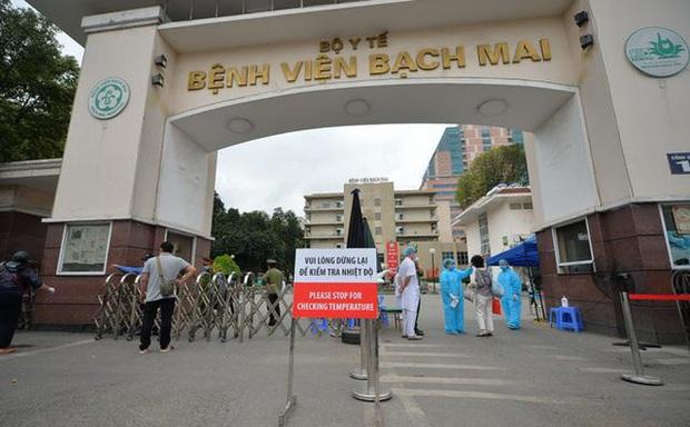 Một bác sĩ công tác lâu năm ở Bệnh viện Bạch Mai chia sẻ lý do nghỉ việc - Ảnh 1.