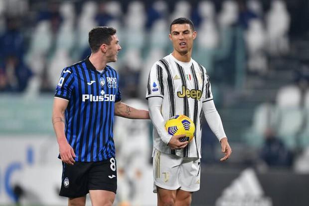 Cầu thủ bị Ronaldo từ chối đổi áo cuối cùng cũng có được thứ mình muốn theo cách rất đặc biệt - Ảnh 1.