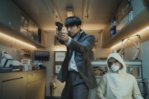 Người Nhân Bản: Nội dung Gong Yoo và Park Bo Gum cũng không đủ cứu bộ phim lê thê, hụt hẫng? - Ảnh 3.