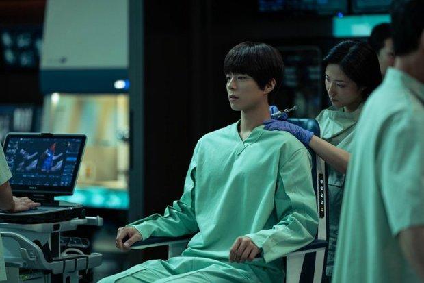 Người Nhân Bản: Nội dung Gong Yoo và Park Bo Gum cũng không đủ cứu bộ phim lê thê, hụt hẫng? - Ảnh 6.