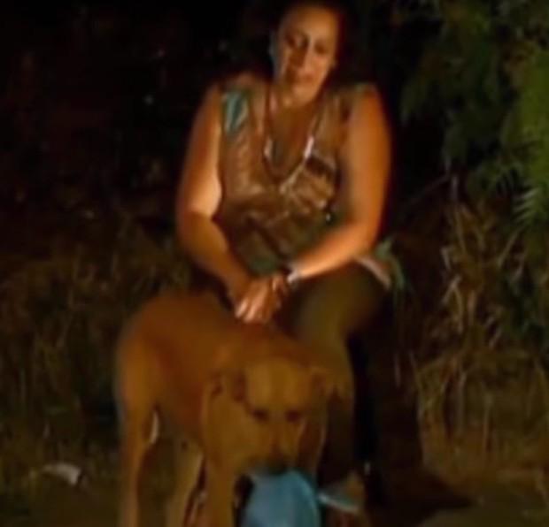 Phát hiện chó cưng đêm nào cũng lẻn ra ngoài, nữ chủ nhân âm thầm theo dõi để rồi xúc động trước việc làm của con vật - Ảnh 1.