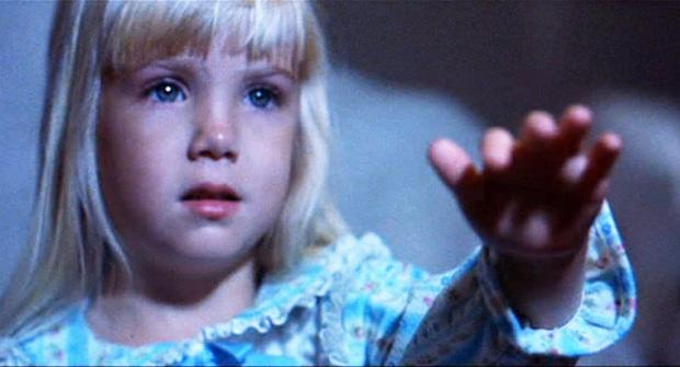 Bộ phim kinh dị với lời nguyền chết chóc khiến các diễn viên lần lượt qua đời, rùng rợn nhất là chi tiết dự báo trước cái chết của sao nhí 12 tuổi - Ảnh 3.