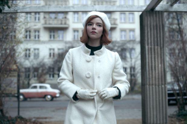 Những lần twist lớn của phim được tiết lộ chỉ nhờ chi tiết nhỏ trên trang phục - Ảnh 5.