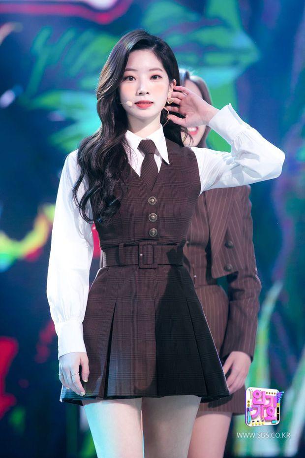 Hóa ra TWICE sở hữu body cực phẩm nhường này: Sana - Jihyo bức tử vòng 1 khủng, Tzuyu và Jungyeon đâu kém BLACKPINK? - Ảnh 11.