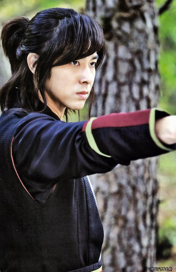 Chưa hết phốt: Nghi vấn Yunho (DBSK) là bạn trai tiếp theo bị Seo Ye Ji điều khiển, có thái độ lạ thay đổi 180 độ ở trường quay - Ảnh 3.