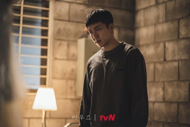 3 câu hỏi cần giải đáp trong nửa cuối của Mouse: Lee Seung Gi có giết hại cả người nhà? - Ảnh 1.