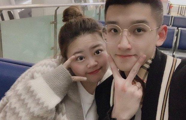 Cặp đôi đũa lệch nổi tiếng nhất Trung Quốc gây bão khắp nơi 2 năm trước giờ ra sao? Ngoại hình hiện tại của người vợ gây chú ý - Ảnh 1.