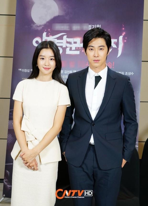 Chưa hết phốt: Nghi vấn Yunho (DBSK) là bạn trai tiếp theo bị Seo Ye Ji điều khiển, có thái độ lạ thay đổi 180 độ ở trường quay - Ảnh 2.