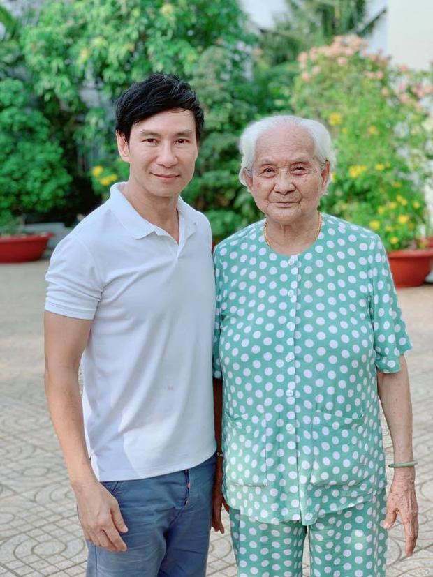 Netizen rớt nước mắt khi Lý Hải bị mẹ quên mặt sau một tháng rưỡi làm phim Lật Mặt - Ảnh 4.