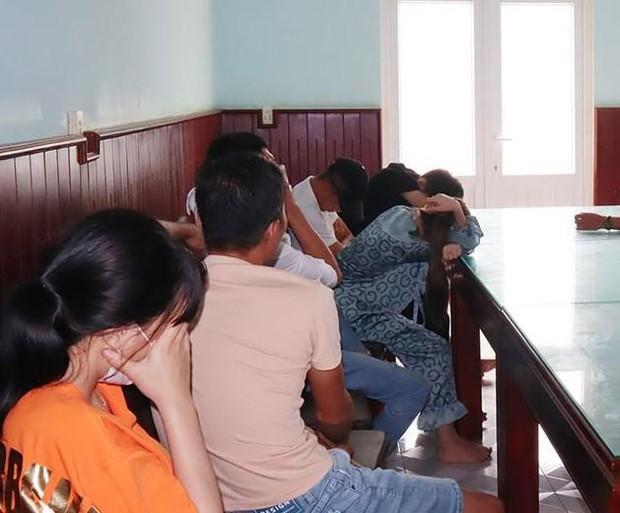 Phát hiện 20 nam, nữ phê ma túy trong nhà nghỉ - Ảnh 1.