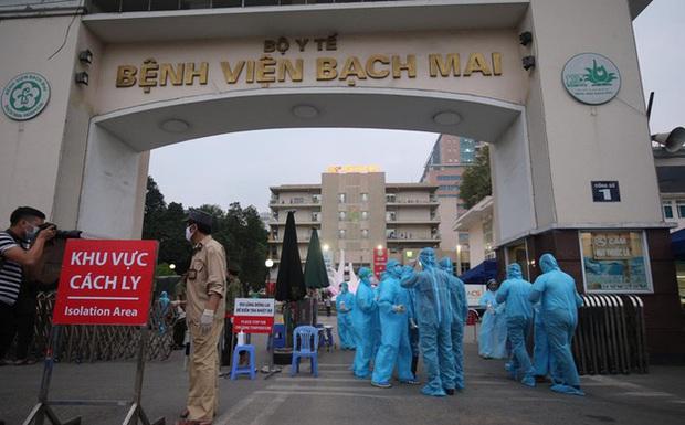 Nhân viên bị buộc nghỉ ở BV Bạch Mai: Mình có 16 năm làm việc, đến nơi mới biết gần như tất cả đều bị nghỉ - Ảnh 1.