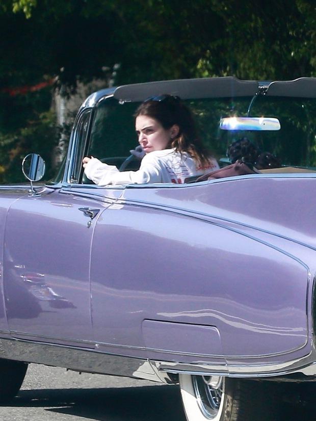 Bóc trần mặt mộc của dàn mỹ nhân Hollywood: Chị em Kendall - Kylie gây sốc, Selena và Hailey so kè khốc liệt visual thật - Ảnh 2.