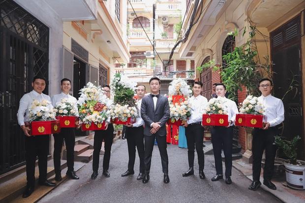 Ảnh xịn của Xuân Trường và Nhuệ Giang trong lễ ăn hỏi: Cô dâu chú rể hôn nhau đầy tình cảm - Ảnh 4.