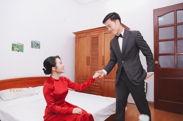 Ảnh xịn của Xuân Trường và Nhuệ Giang trong lễ ăn hỏi: Cô dâu chú rể hôn nhau đầy tình cảm - Ảnh 5.