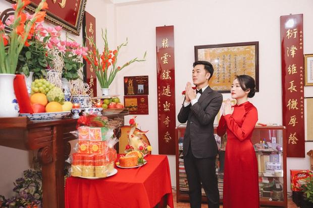 Ảnh xịn của Xuân Trường và Nhuệ Giang trong lễ ăn hỏi: Cô dâu chú rể hôn nhau đầy tình cảm - Ảnh 6.