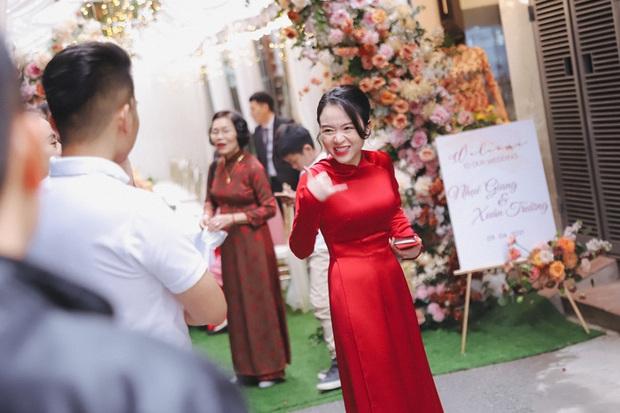 Ảnh xịn của Xuân Trường và Nhuệ Giang trong lễ ăn hỏi: Cô dâu chú rể hôn nhau đầy tình cảm - Ảnh 7.