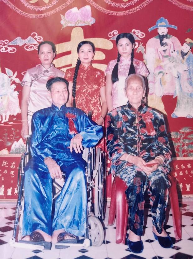Mẹ ruột Thuỷ Tiên khui lại ảnh gia đình năm xưa, nhan sắc nữ ca sĩ khác một trời một vực với hiện tại - Ảnh 3.