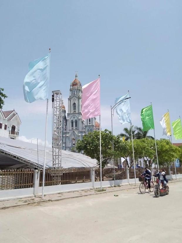 Lộ thiệp mời và hình ảnh lễ đường trước thềm hôn lễ của Phan Mạnh Quỳnh tại Nghệ An, nhìn qua đã biết là hoành tráng không vừa - Ảnh 4.