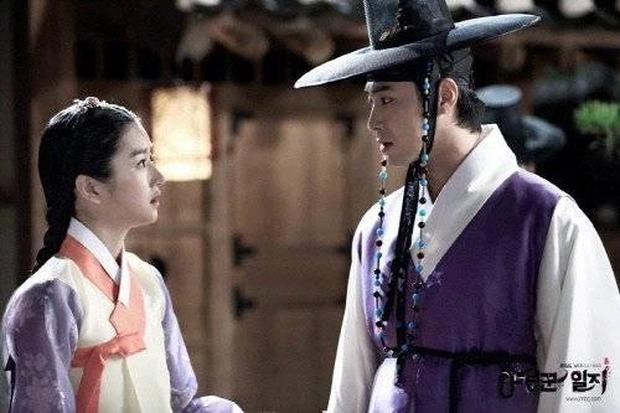 Chưa hết phốt: Nghi vấn Yunho (DBSK) là bạn trai tiếp theo bị Seo Ye Ji điều khiển, có thái độ lạ thay đổi 180 độ ở trường quay - Ảnh 4.