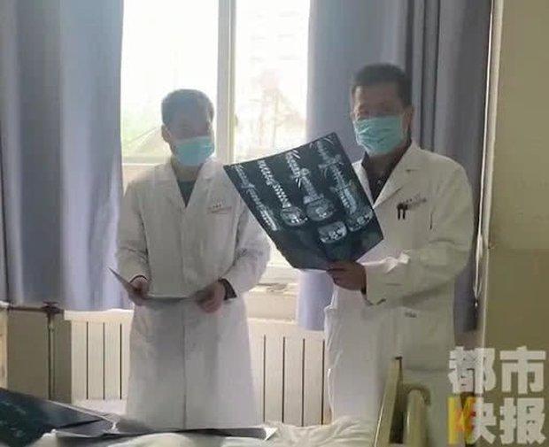 Ngồi học 16 tiếng 1 ngày, nữ sinh 13 tuổi bị thoát vị đĩa đệm: Bác sĩ cảnh báo căn bệnh này có xu hướng trẻ hóa - Ảnh 2.