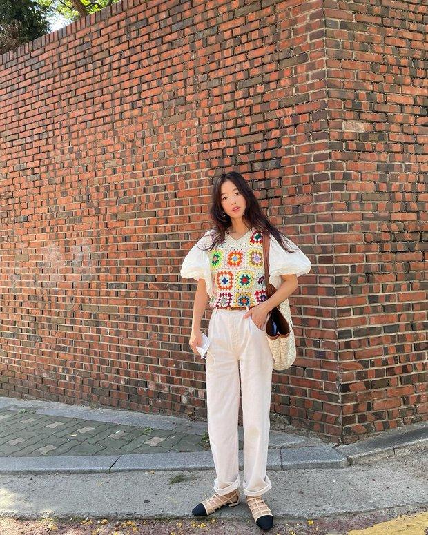 Check nhanh 9 cách diện áo blouse đẹp mê từ sao Hàn, đang bí ý tưởng lên đồ quẩy cuối tuần thì xem ngay! - Ảnh 8.
