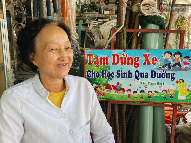 Chuyện về cô Hai Trị cứ giờ tan học lại cầm một tấm bảng lao ra xin đường cho học sinh Sài Gòn - Ảnh 3.