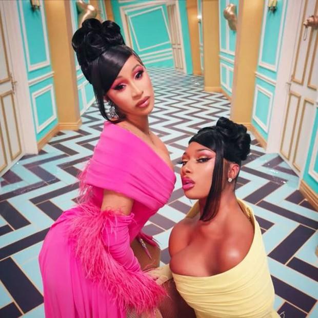 1000 đơn kiện Cardi B và Megan Thee Stallion vì mang màn trình diễn không khác gì phim 18+ lên sân khấu Grammy 2021 - Ảnh 4.