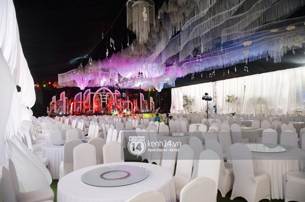 Hé lộ toàn cảnh lễ đường và ảnh cưới của Phan Mạnh Quỳnh tại Nghệ An: Sân khấu đẹp như cổ tích, quy mô nhìn sơ đã thấy khủng! - Ảnh 7.