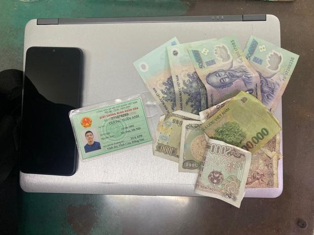 Băng nhóm chuyên trộm cắp tài sản của các cặp đôi tâm sự, hóng mát ở công viên trung tâm Sài Gòn - Ảnh 3.