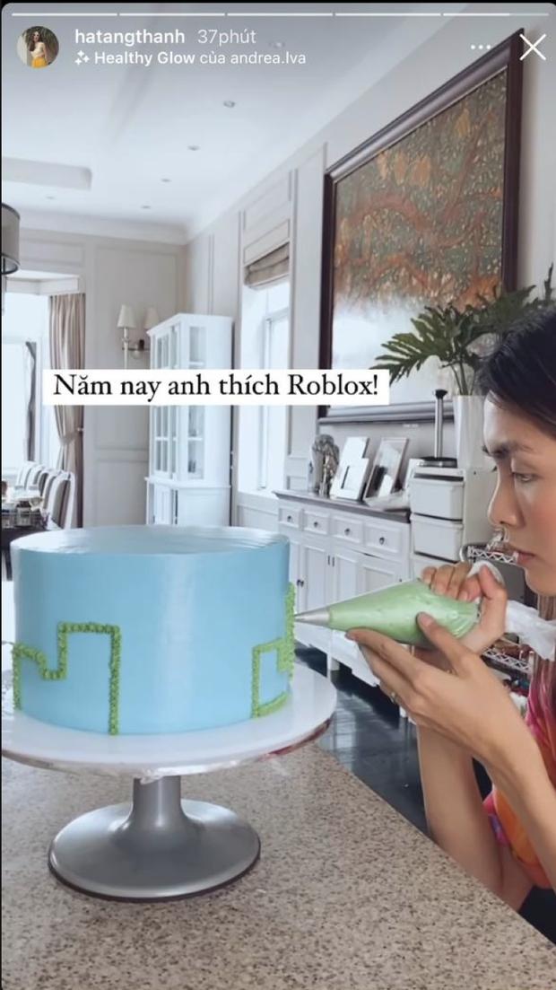 Hà Tăng vào bếp làm bánh tặng sinh nhật con trai 6 tuổi: Mẹ bỉm tỉ mỉ từng chút, sở thích của quý tử cũng bộc lộ rõ - Ảnh 2.