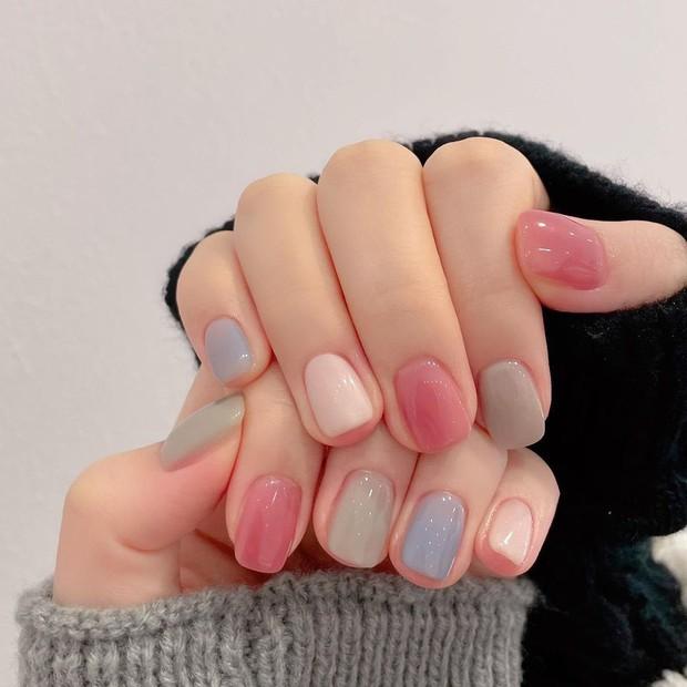 """Top mẫu nail xinh nhất ở các tiệm cho chị em đón hè: Muốn có móng xinh thì """"bơi"""" vào nghía - Ảnh 17."""