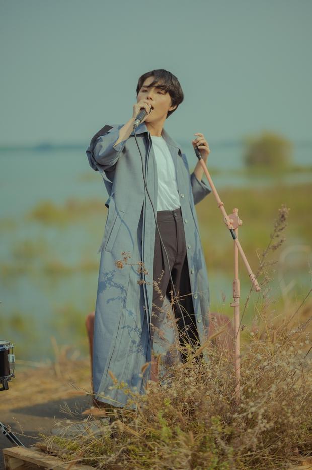 Vũ Cát Tường hóa nam thần trong MV, fan than trời vì lyrics nghe cứ như ngôn ngữ hành tinh khác? - Ảnh 3.