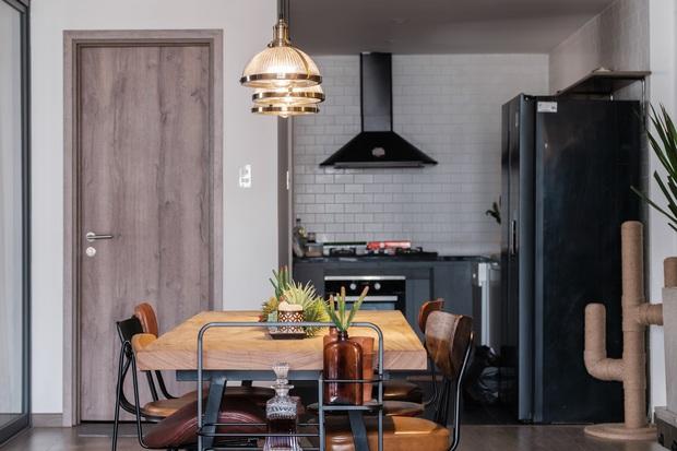 Giao cho stylist xử lý từ A-Z, 8X nhận căn hộ Industrial chất hơn cả mong đợi: Ngắm bức tranh sắt đã thấy cực kỳ công - Ảnh 1.